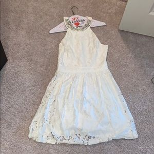 White summer dress. SIZE S. Only worn once.